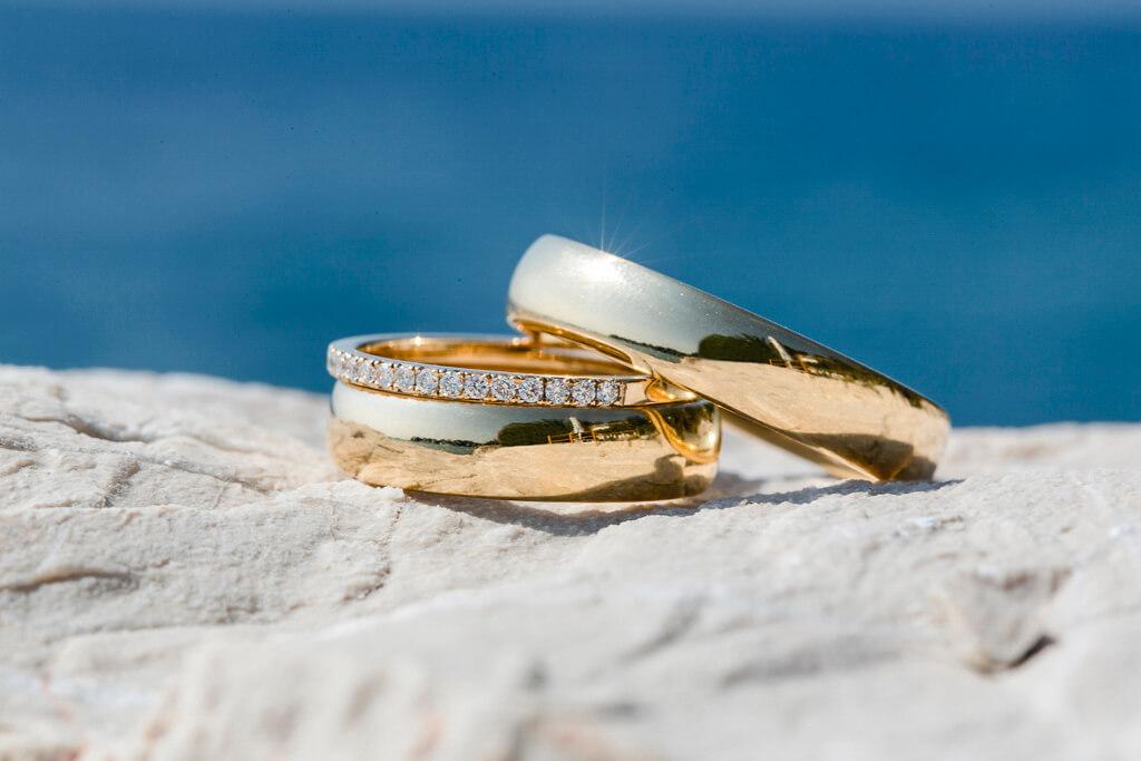 Trauringe-Eheringe aus Gold, poliert- Vorsteckring mit weißen Brillanten