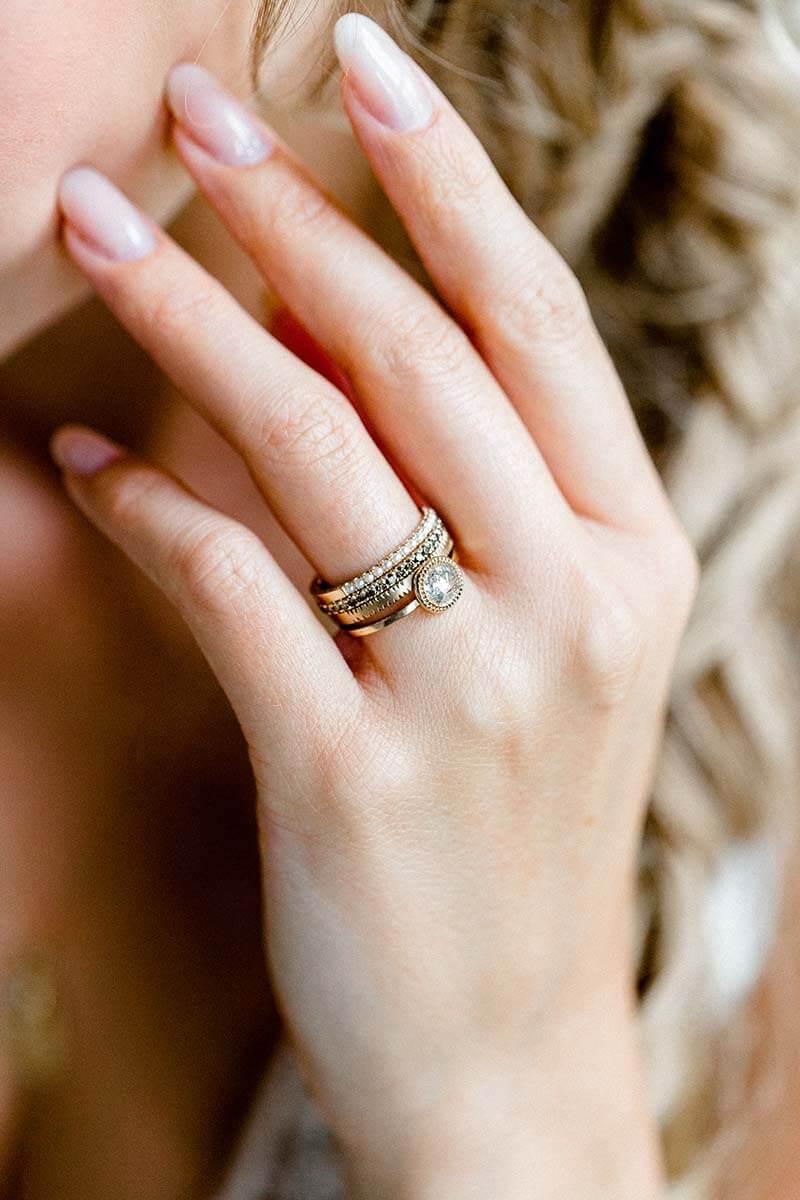 Vorsteckringe mit Perlen Brillanten und Muster und Diamantrose