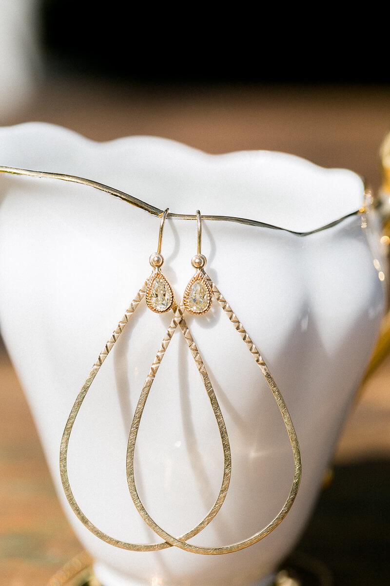 Brautschmuck aus Gold, Ohrhänger mit gelben Diamanttropfen