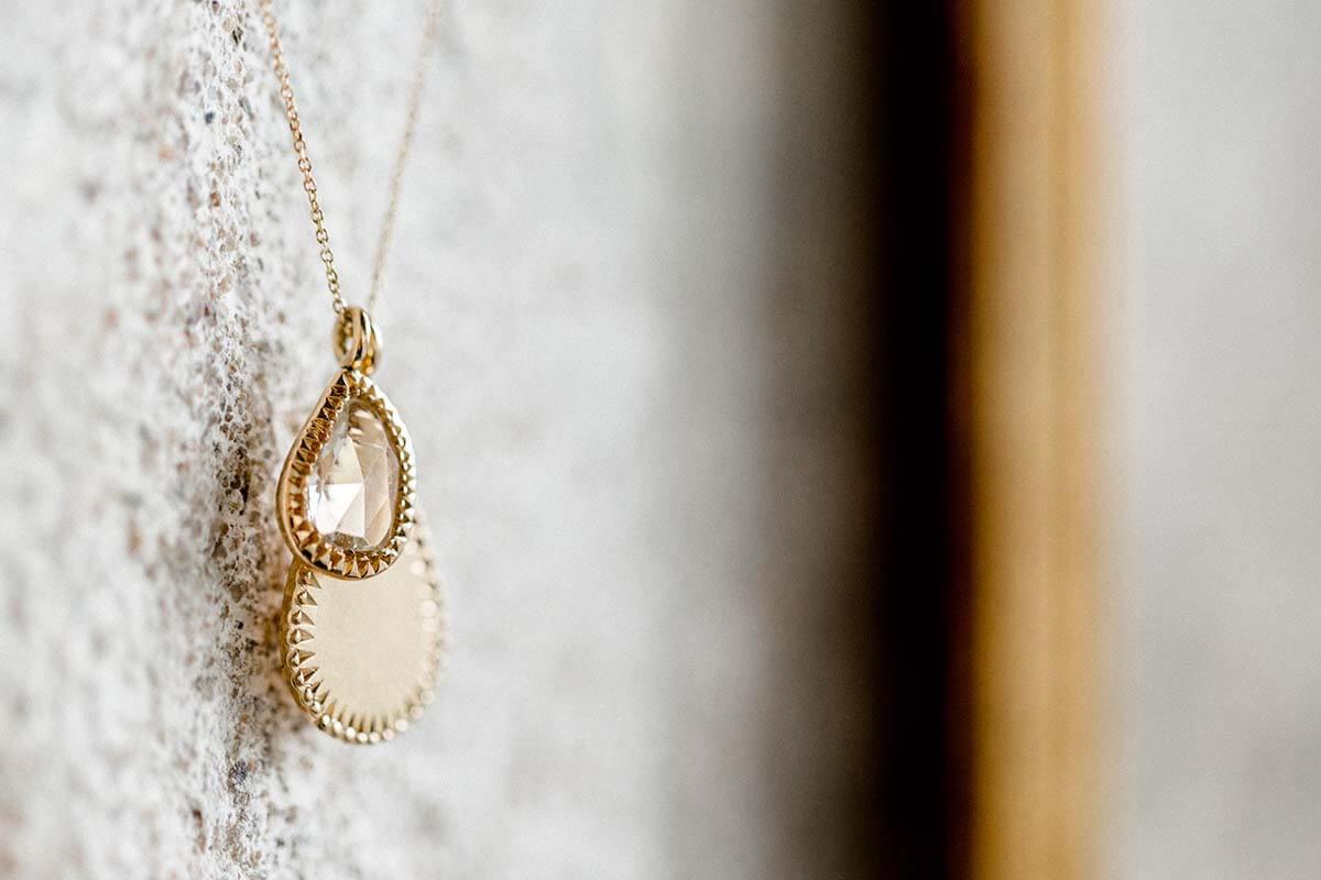 Brautschmuck aus Gold, Kette mit Diamantropfen im Rosenschliff